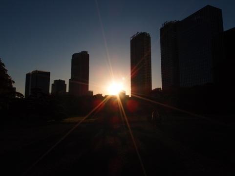 浜離宮庭園からの夕陽(OLYMPUS XZ-1)